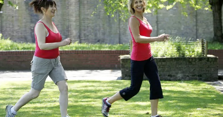 How Hanging Out With Slimmer Friends Can Help You Lose Weight